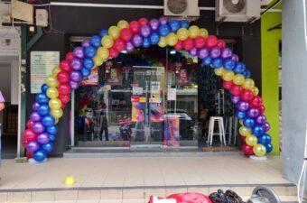 Balloon Arch outside shop